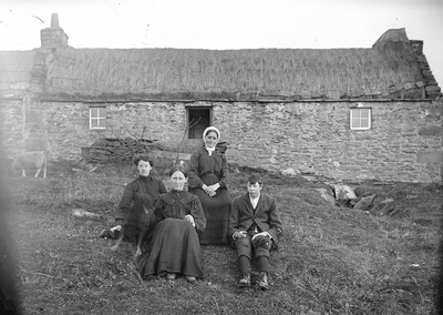 1910 Linklater and Roberson Family outside croft
