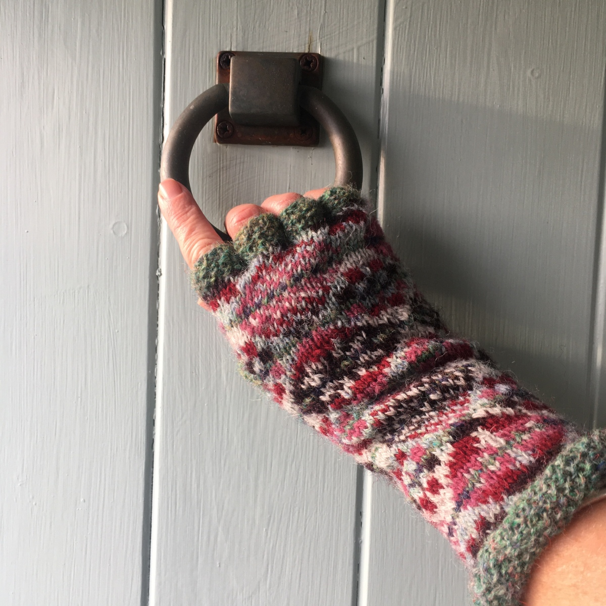 Levenwick Beach online Knit along – Smola Gloves